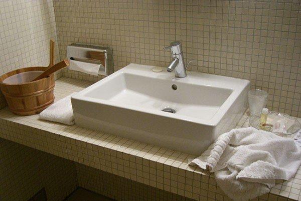Kleine Seifen, Duschgels und Co. aus dem Hotelbad mitzunehmen, ist eigentlich Diebstahl