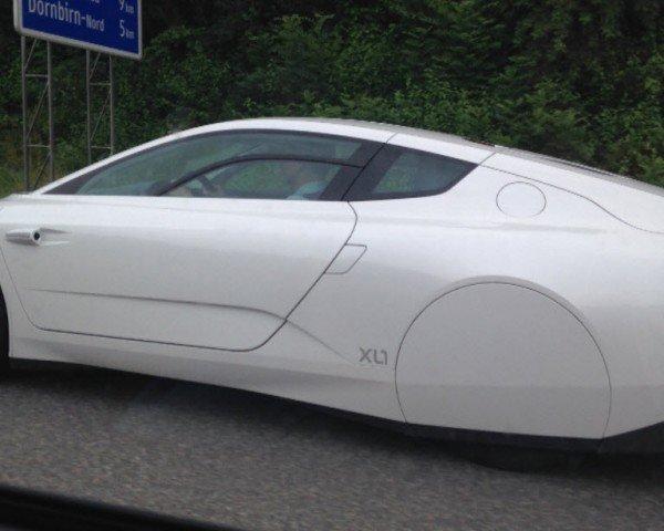 Äußerst selten: Ein VW XL1 am Montag auf der A14 im Rheintal unterwegs.