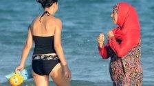Polizisten zwangen Frau, Kleidung auszuziehen