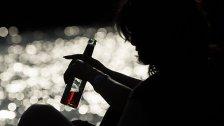 Frauen trinken schon gleich viel wie Männer