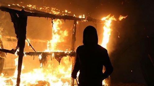 """""""Dschungel von Calais"""" steht in Flammen - Komplette Räumung"""