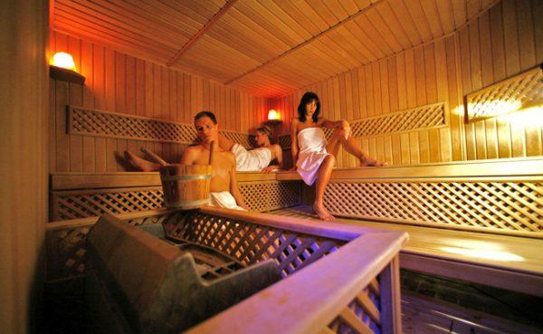Bevor man eine Sauna besucht, sollte man abklären, welcher Typ am besten zu einem passt.
