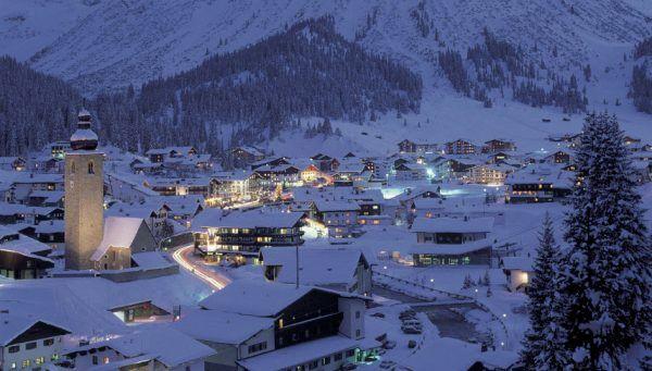 Lech Zuers am Arlberg bei Nacht