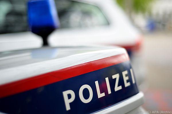 Die Verdächtigen sollen mit einem Audi 80 geflüchtet sein