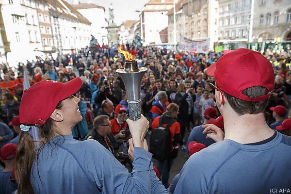 Die Flamme wurde durch Graz getragen