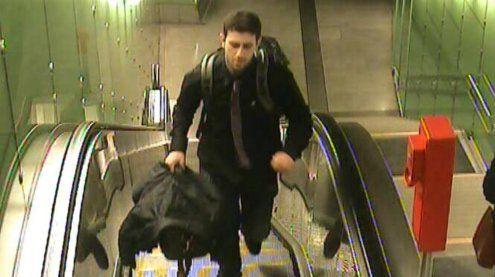 Diebstahl am Flughafen: Polizei fahndet nach einem Verdächtigen