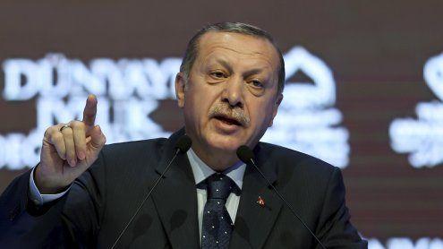 Totaleskalation: Türkei kündigt Sanktionen gegen Niederlande an