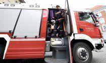 Lkw bleibt in Unterführung im Bezirk Baden stecken