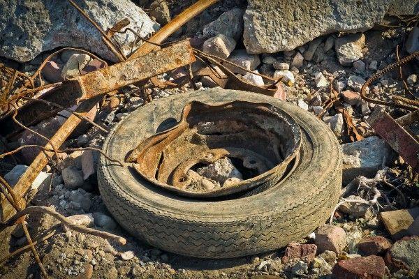 Im Burgenland landet viel Müll in den Straßengräben.
