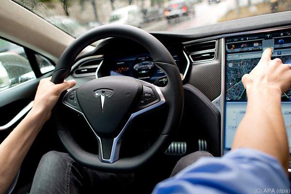Probleme mit Handbremsen bei Tesla