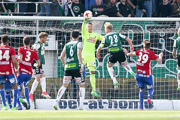 Rapid-Tormann Knoflach kassierte innerhalb von zehn Minuten drei Tore