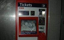Fahrkahrtenautomaten geknackt: Hoher Schaden