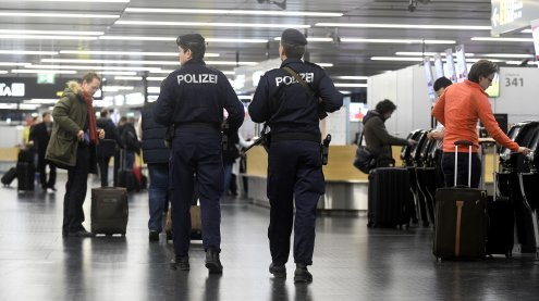 Schusswaffe am Flughafen versteckt: Terrorverdacht