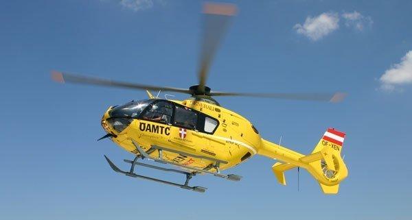 Der verletzte Kitesurfer wurde per Hubschrauber in ein Krankenhaus geflogen.