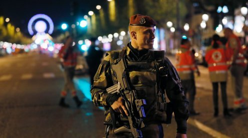 IS-Terror in Paris: Behörden suchen mögliche Komplizen