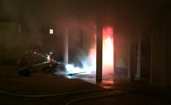 Das Haus stand komplett in Flammen.