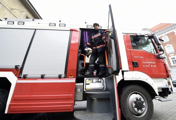 Ein Rauchfangkehrer hatte die Feuerwehr wegen eines überhitzten Kamins alarmiert.