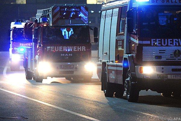 Ein Feuerwehrmann wurde bei den Löscharbeiten verletzt