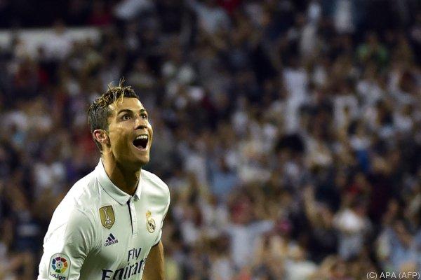 Cristiano Ronaldo freut sich über sein 400. Pflichtspieltor für Real