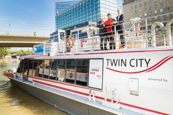 Der Twin City Liner für das Wiener Donauinselfest.