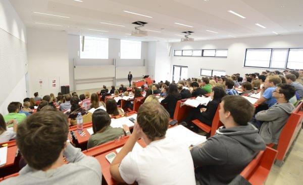 Österreich darf weiter 75 Prozent der Studienplätze an den Medizin-Unis für heimische Maturanten reservieren.