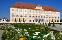 Frühlingsgartentage undKamelfest auf Schloss Hof