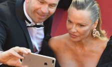 Pamela Anderson mit neuem Look in Cannes