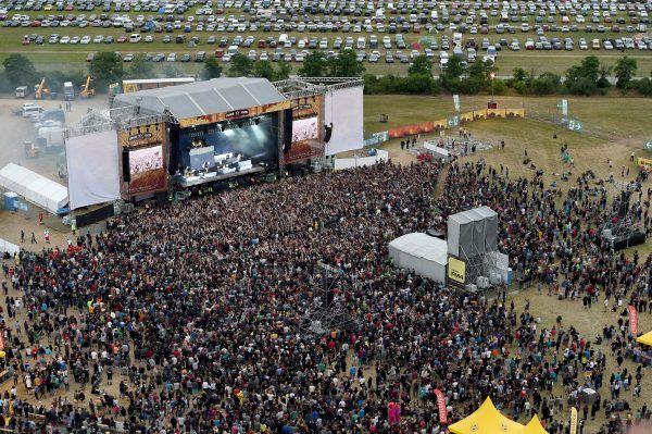 """Viele Besucher reisen mit dem Auto zum """"Nova Rock""""-Festival an."""