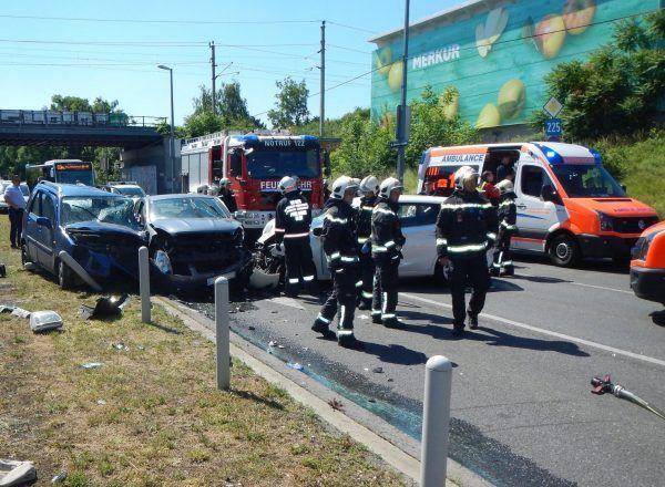 Ein schwerer Unfall in Simmering forderte mehrere Verletzte, darunter ein Kleinkind