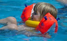 Badeunfälle mit Kindern: Schnelle Erste-Hilfe-Tipps
