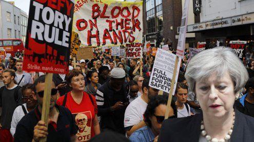 Nach Hochhausbrand: Wut richtet sich gegen May – 58 Todesopfer