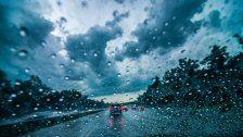 Starker Regen auf A21: Unfall mit 7 Verletzten