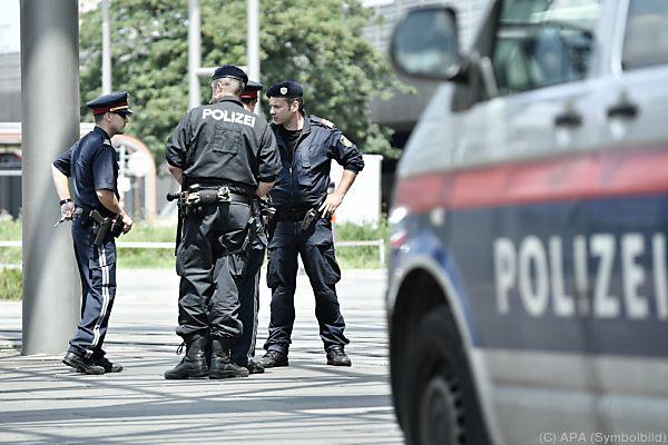 Die Polizisten hatten alle Hände voll zu tun