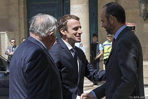 Macron begrüßt Premierminister und Senatspräsident