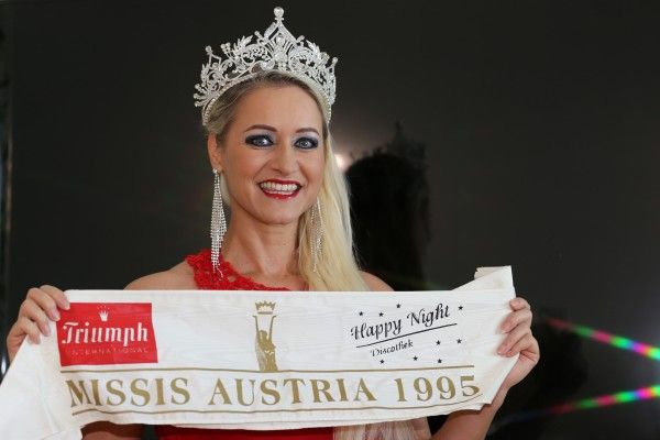 Eva Zellhofer gratulierte der Nachfolgerin