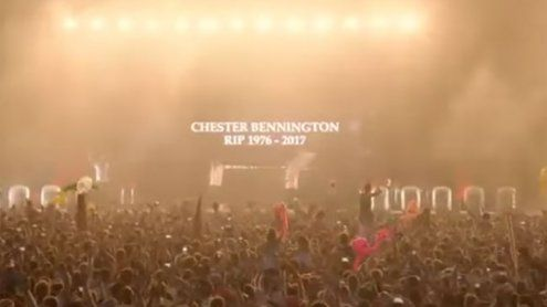 40.000 singen Linkin-Park-Song als Tribut an Chester Bennington