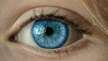 27 Kontaktlinsen in Auge von Patientin gefunden