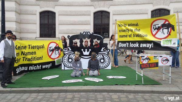 Der VGT machte mit der Aktion auf das Leiden der Fiakerpferde in der Stadt aufmerksam