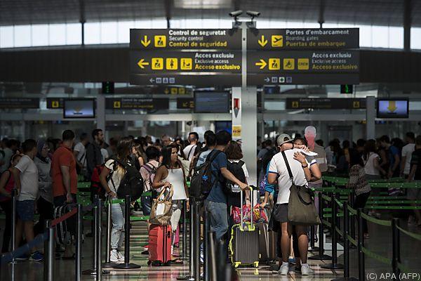 Am Flughafen El Prat kommt es derzeit zu längeren Wartezeiten