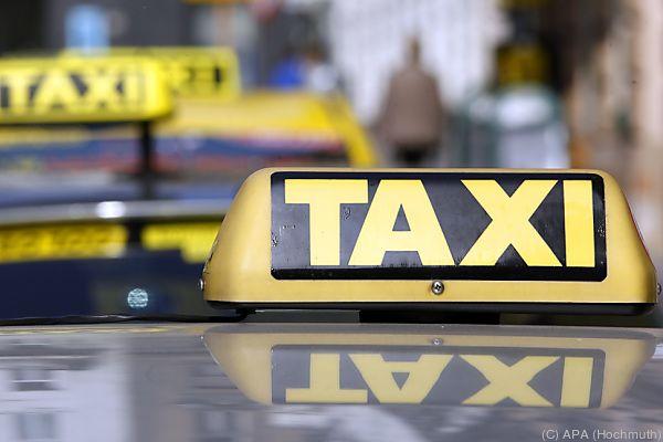 Taxilenker übersah eine Passantin
