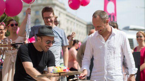 NEOS starten Sommertour: Strolz auf 'Tuchfühlung mit dem Bürger'