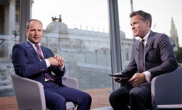 NEOS-Chef Matthias Strolz (l.) beim Sommergespräch mit ORF-Moderator Tarek Leitner.