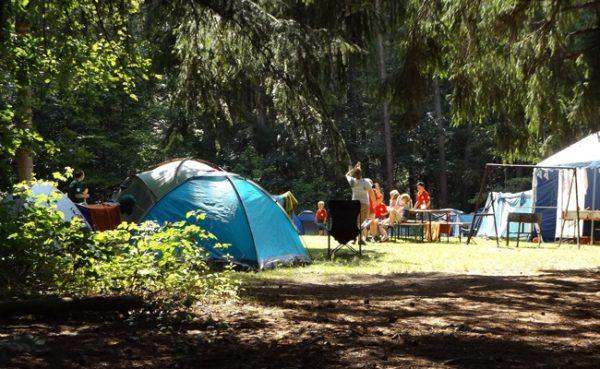 Beim Campen sollte man immer gut ausgerüstet sein.