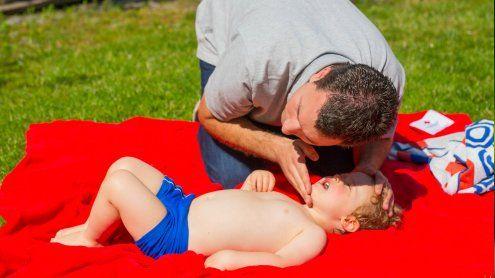 """""""Den Puls fühlen"""": Die größten Mythen bei Kinder-Notfällen"""