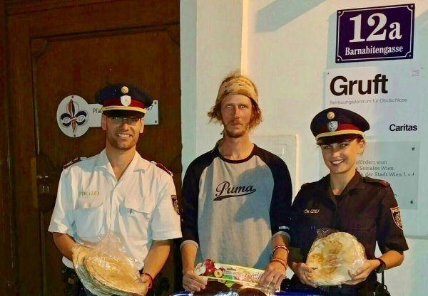 """Die zuvor illegal angebotenen Lebensmittel wurden von der Wiener Polizei zur """"Gruft"""" gebracht."""