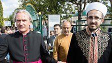 Muslime organisierten Menschenkette zu Pfarre