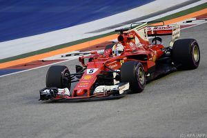 Vettel in Singapur vor Red Bulls auf Pole Position
