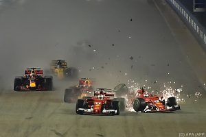 Vettel nach Crash und Out in Singapur unter Maximaldruck