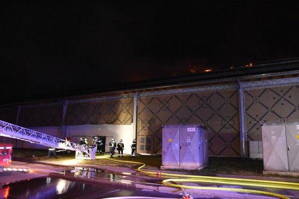 Einsatz beim Brand der denkmalgeschützten Marx-Halle