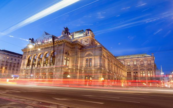 Die Wiener Staatsoper wurde mit 2.021 Tablets ausgestattet.